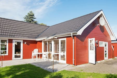 Lovely Holiday Home in Jutland Midtjylland with Garden