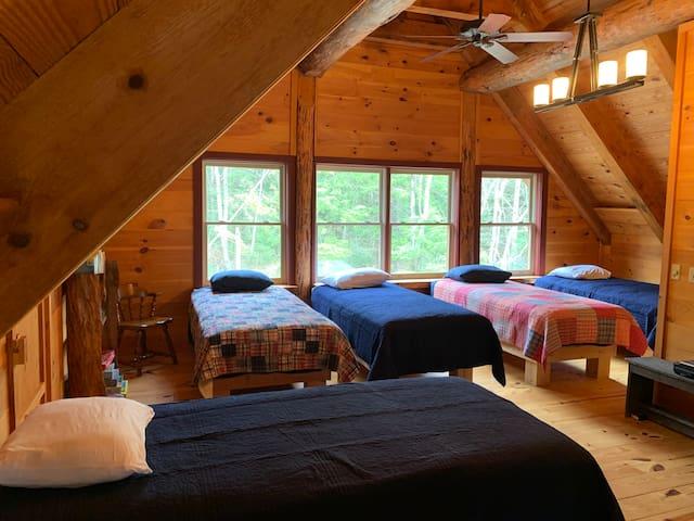Loft (5 beds, TV, game table, bathroom)