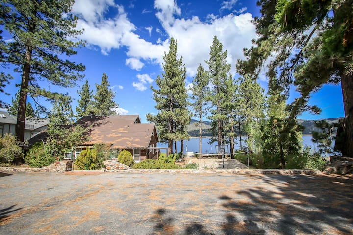 Huge Cabin Right On The Lake!  Sleeps Up To 28