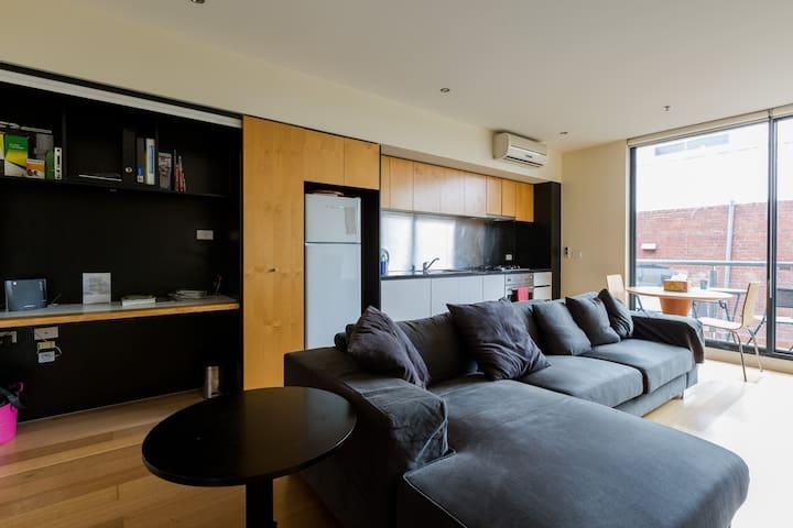 Spacious 2bdr apartment in the CBD