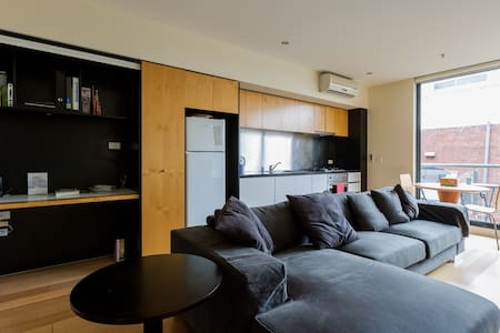 Spacious 2bdr apartment in the CBD