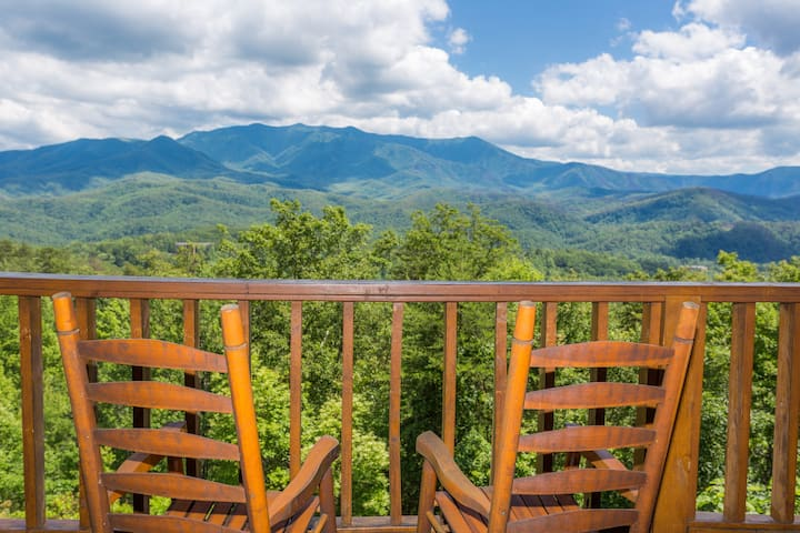 Stunning Views GSMNP/Hot Tub/Near DwTn Gatlinburg