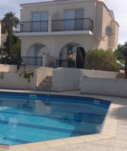 Villa with large pool and sea view - Tala