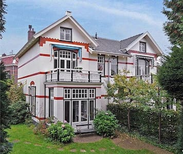 Great family villa close to Amsterdam - Bussum