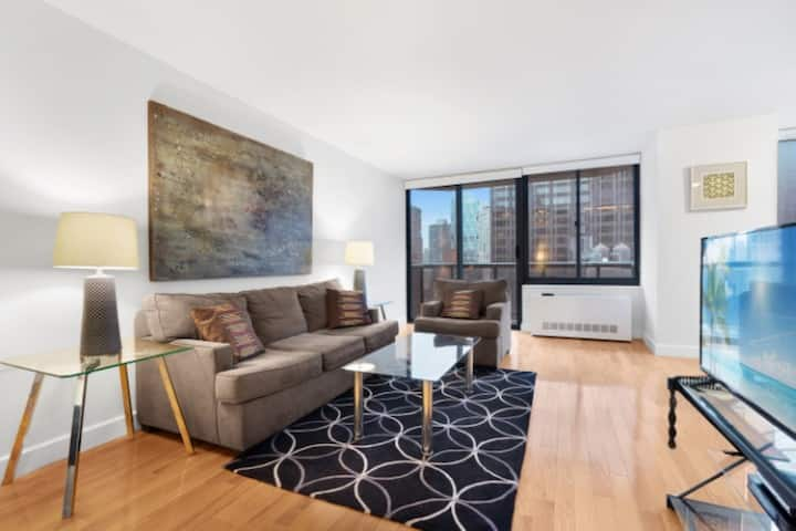 State-of-the-art 2 bed apt in the Theatre District
