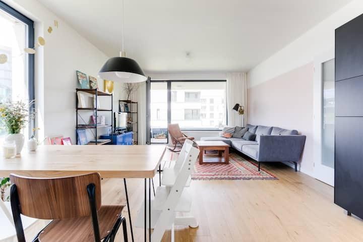 Beautiful brand new apartment & free parking