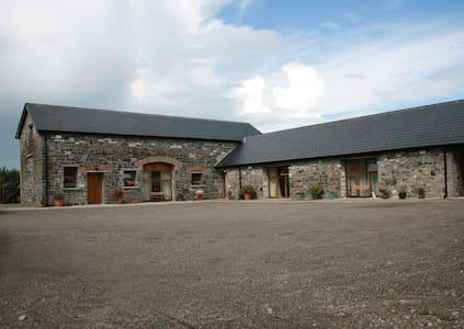 Duffys Ballybin - Cowshed 4-star home on a farm