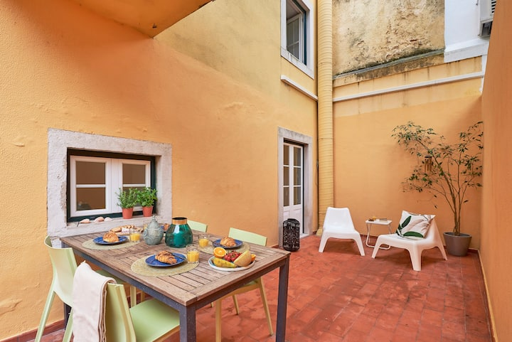 Styling Apartment in Historic Lisbon! Safe Stay!