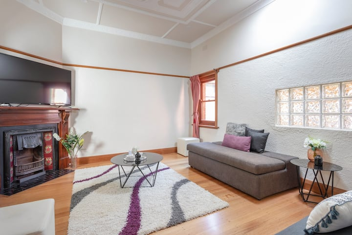 Caulfield North modern Art deco 2 bed home
