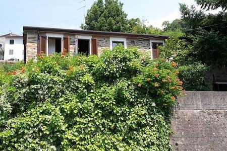 Porzione di casa singola con giardino, parcheggio - Pariana
