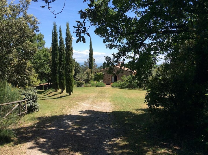 Antico Casale tra valli e magiche colline senesi.