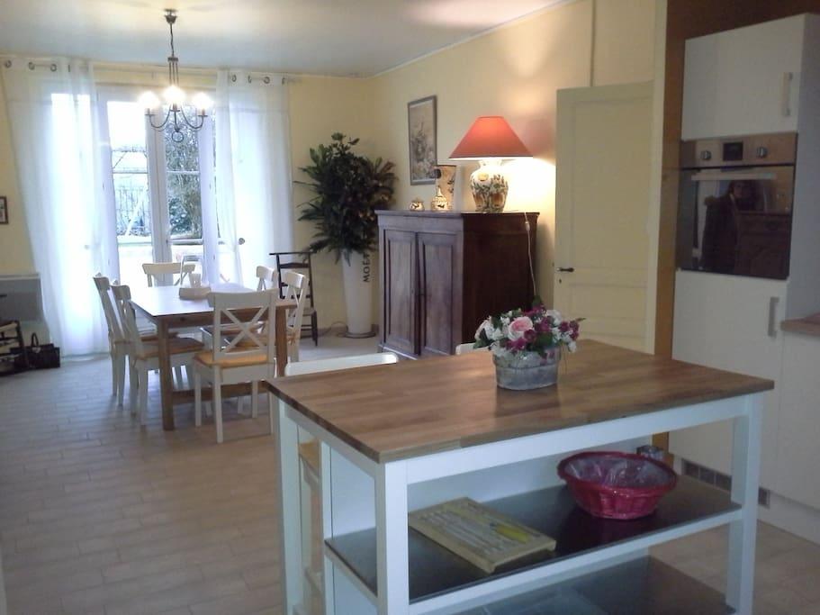 grande piece à vivre 40 m2 avec cuisine équipée