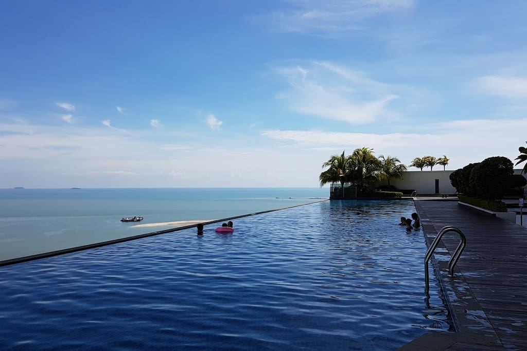 Facing strait of Malacca + Infinity pool无边泳池