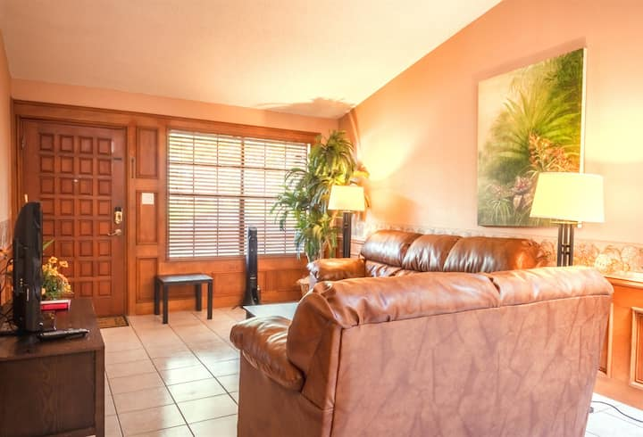 Vista Verde 102, Cozy 2 bedroom, 2 bathroom, 2 car garage in Brownsville