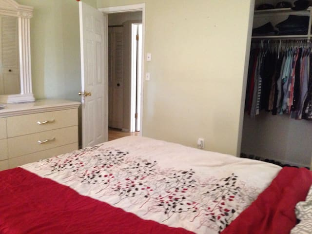 Clean, cozy, quiet house - Spring Hill - Huis