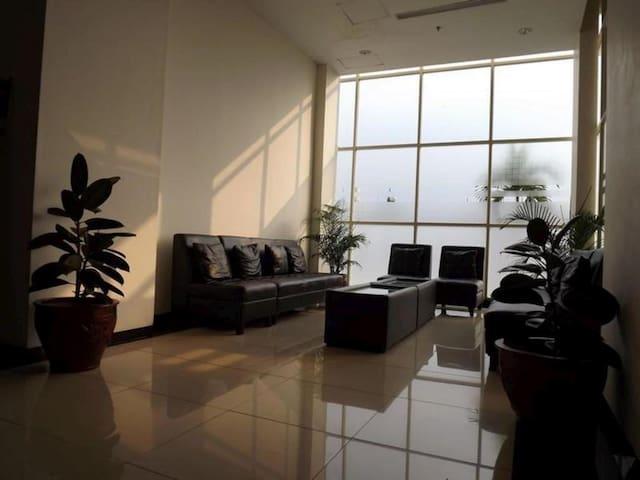 Main Lobby + meet us here for keys (Lobi Utama utk Serah Terima Kunci)