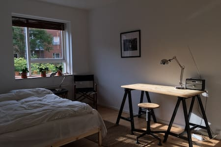 Large Bedroom in central Østerbro - Copenhague