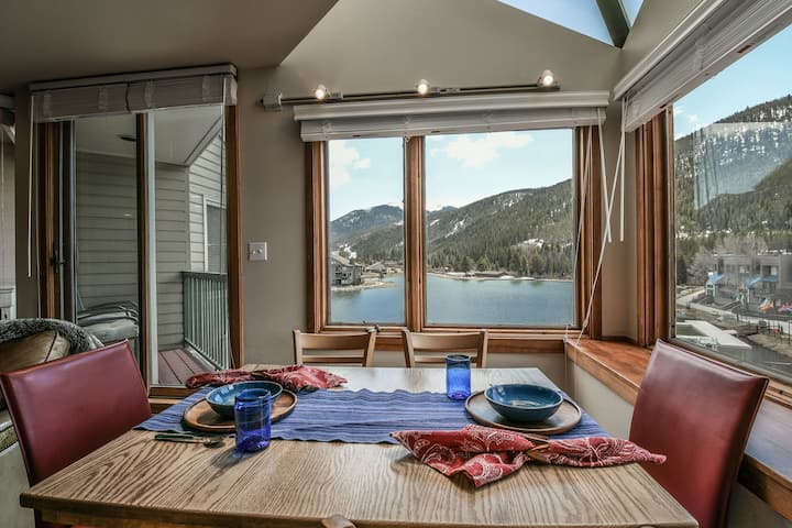 Lakeside 1496-Sunny newly renovated studio, 2 queen beds, Access to amenities at Keystone Lodge & Spa, Shuttle to ski slopes