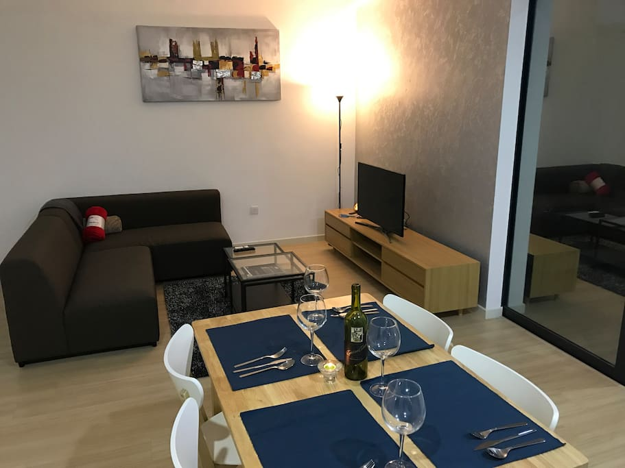 Comfy usj home stay free wifi condominium apartments
