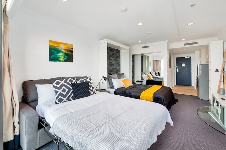 ☆Sea & City Views Takapuna Studio | Free Carpark☆