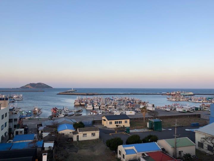 ^7층오션뷰^비양도가 보이는 해변숙소^교통편리^편의시설^소독^보안안심^