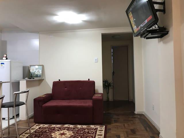 Apartamento prático e muito bem localizado (06)