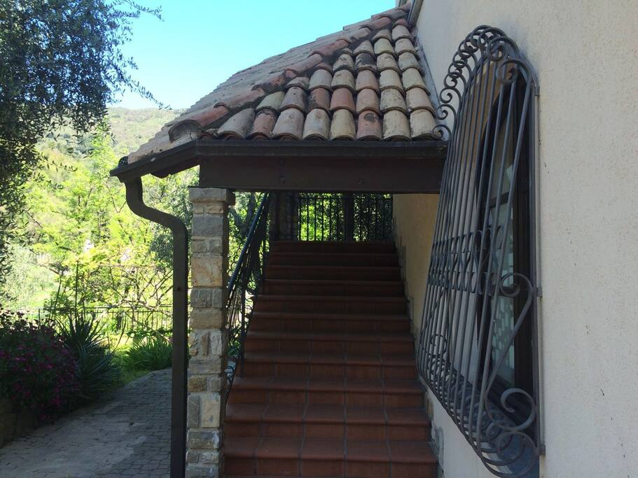 entrata pedonale, tramite scale
