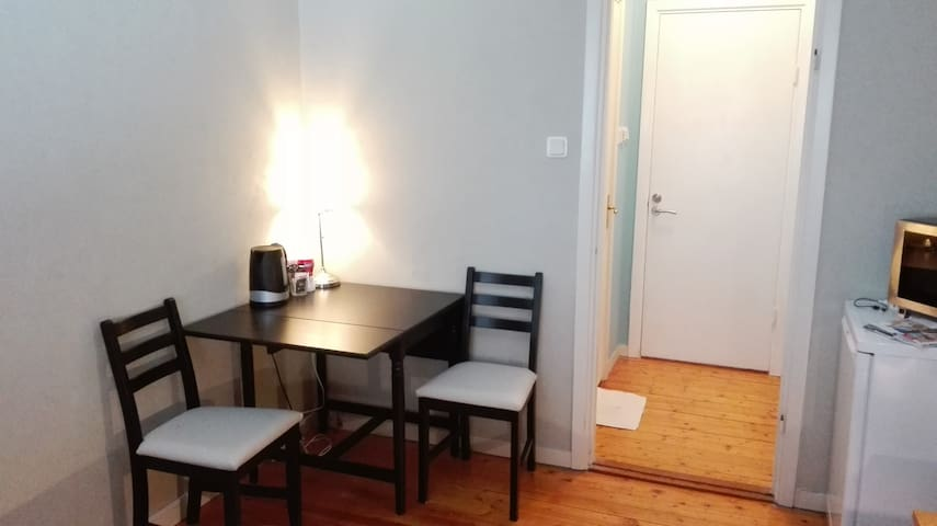 Comfortable studio, 6 minutes to central station - Gothenburg - Flat