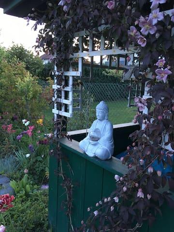 Der Garten lädt immer zum Verweilen ein.