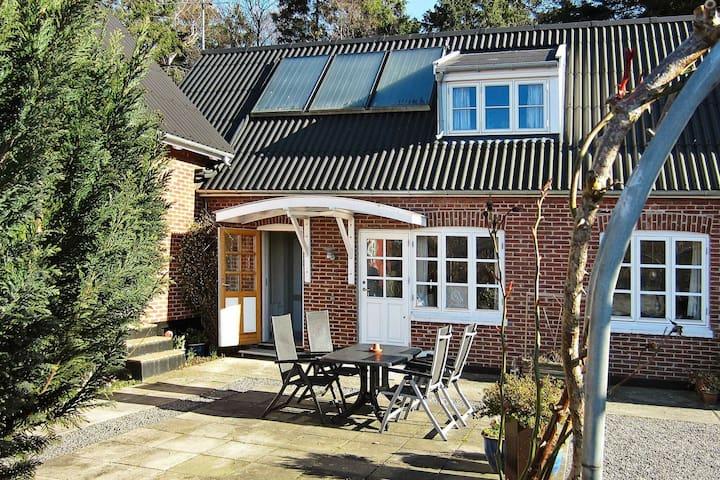 Maison de vacances à Nexø Bornholm avec terrasse couverte