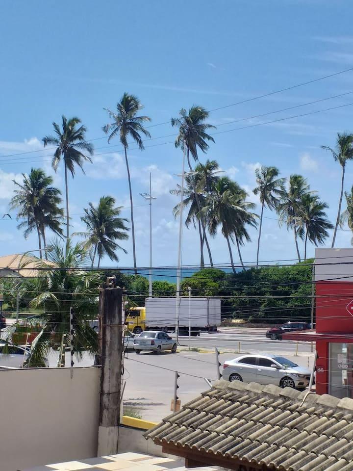 Excelente localização a 50 metros da praia.