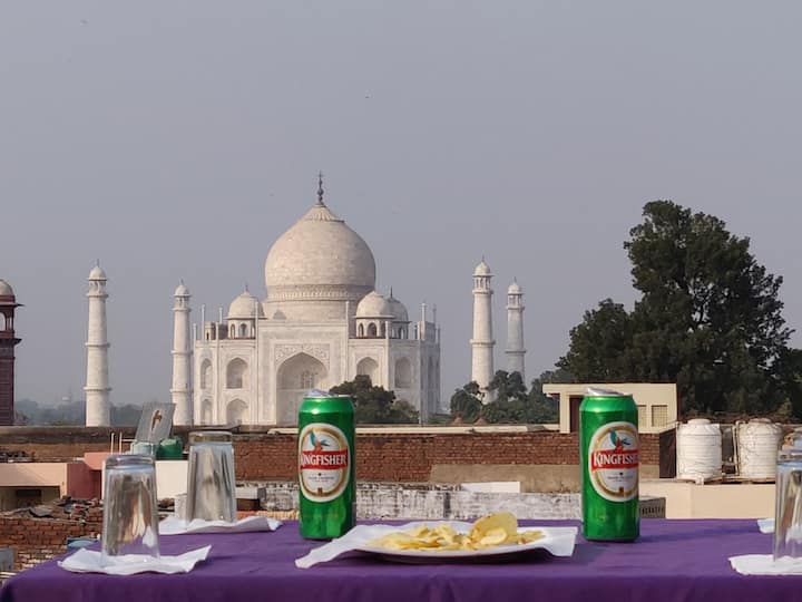 Comfortable private room walking distance from Taj