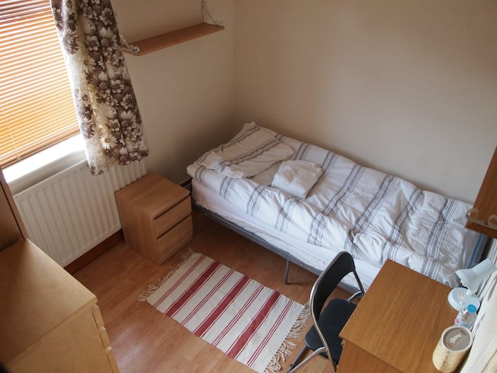 Room 2 in four bedroom house in Thornaby