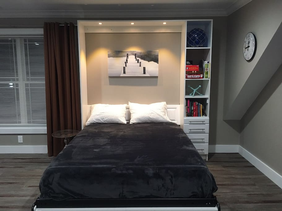Queen bed, books & games, reading light