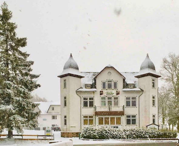 hohetanne1 - Gästehaus mit individuellen Zimmern!