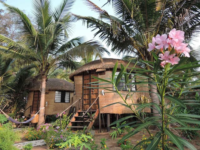 Eco-friendly chill-out round hut Turtle - Canacona - Cabana