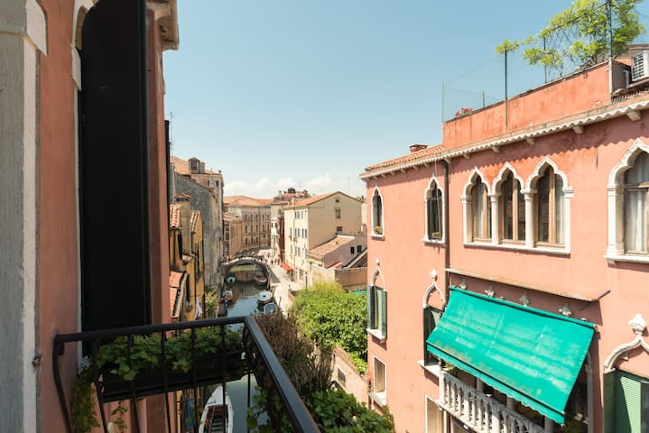 View from balcony to the south along Rio di San Stin