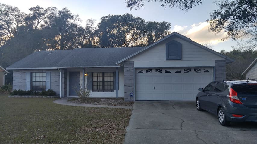 Comfortable, Centrally Located, Private Bathroom! - DeLand - Hus