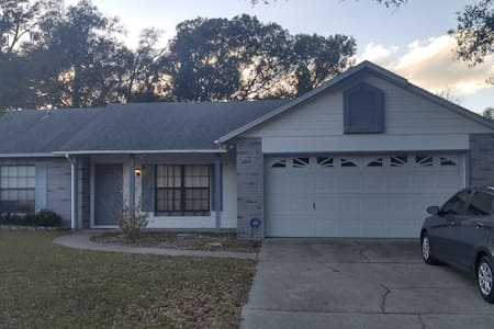 Clean, Comfortable, Centrally Located! - DeLand