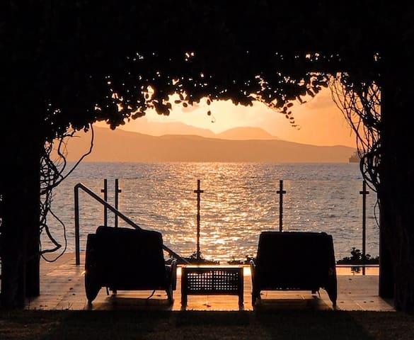 Preciosa Villa frente de playa en la bahía de ocoa