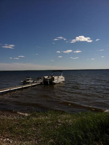 30 ft dock on private 105ft lake frontage