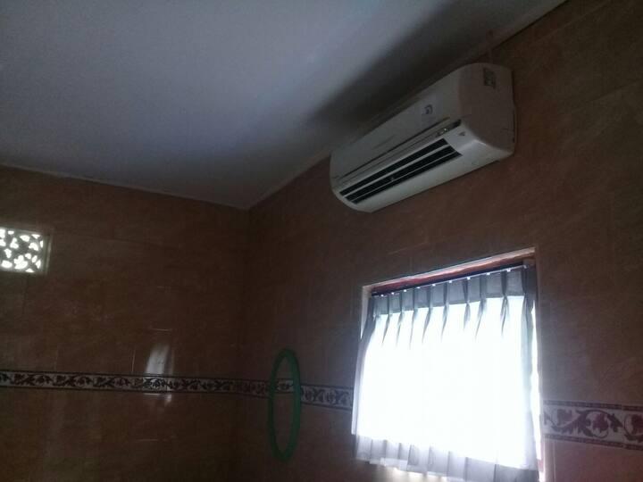 Bagus House private bathroom AC