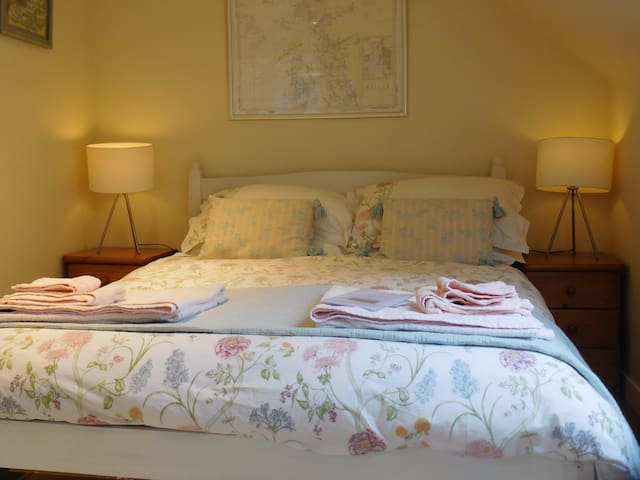 Large double room, quiet and comfortable