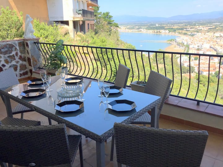 TEULES 1 bedroom apartment with private parking and sea view in Puig Rom