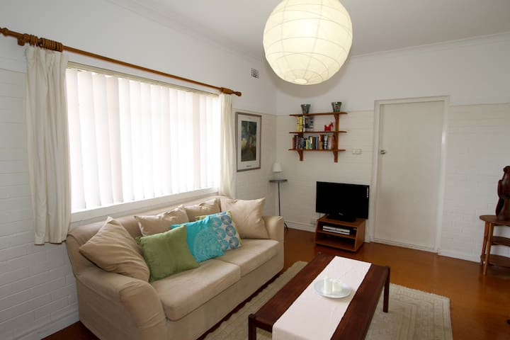 Cute Retro Apartment close to Perth - Maylands