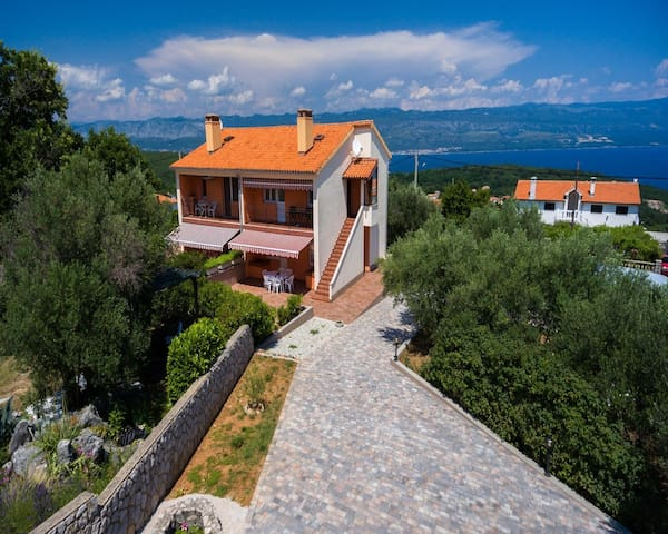 apartment for 4 persons in Vrbnik R85728