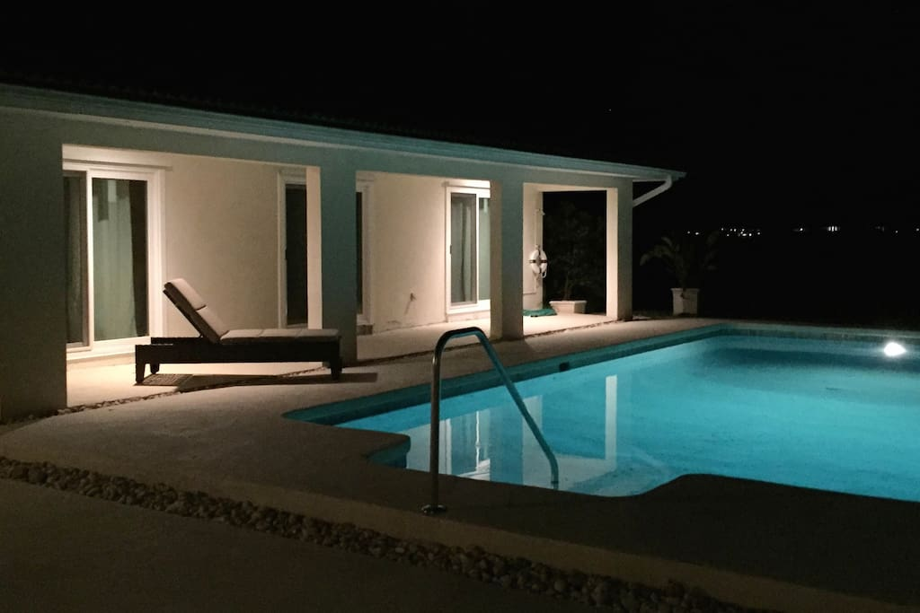 Private swimming pool - 24 hours