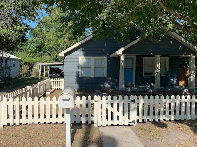 Quintessential bungalow close to downtown