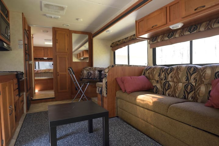Stationary RV Abode, Near Gillette, Xfinity - Sharon - Autocaravana