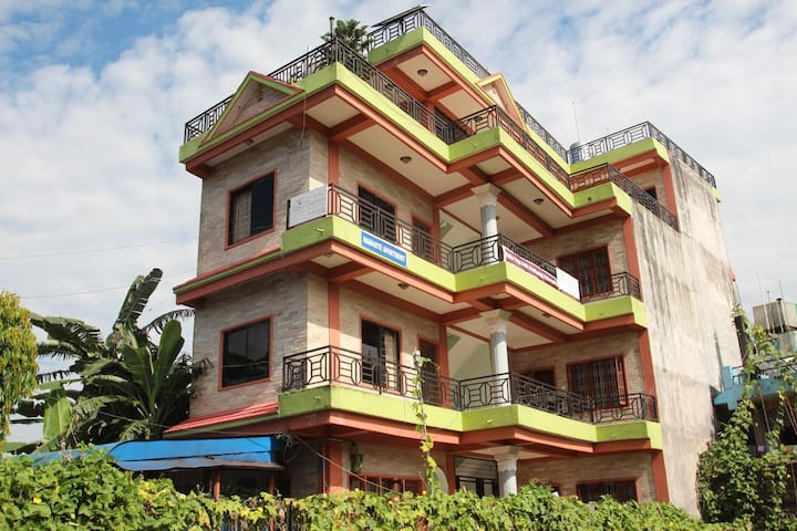 Namaste Apartments (4 single rooms)